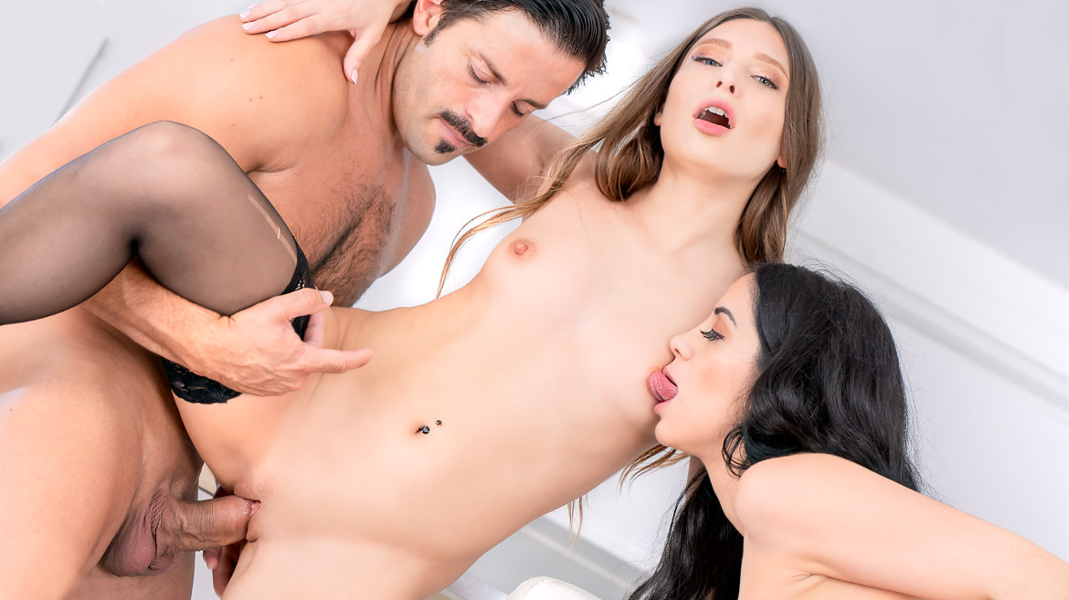 Talia Mint and Julia de Lucia, Anal Threesome in the Kitchen